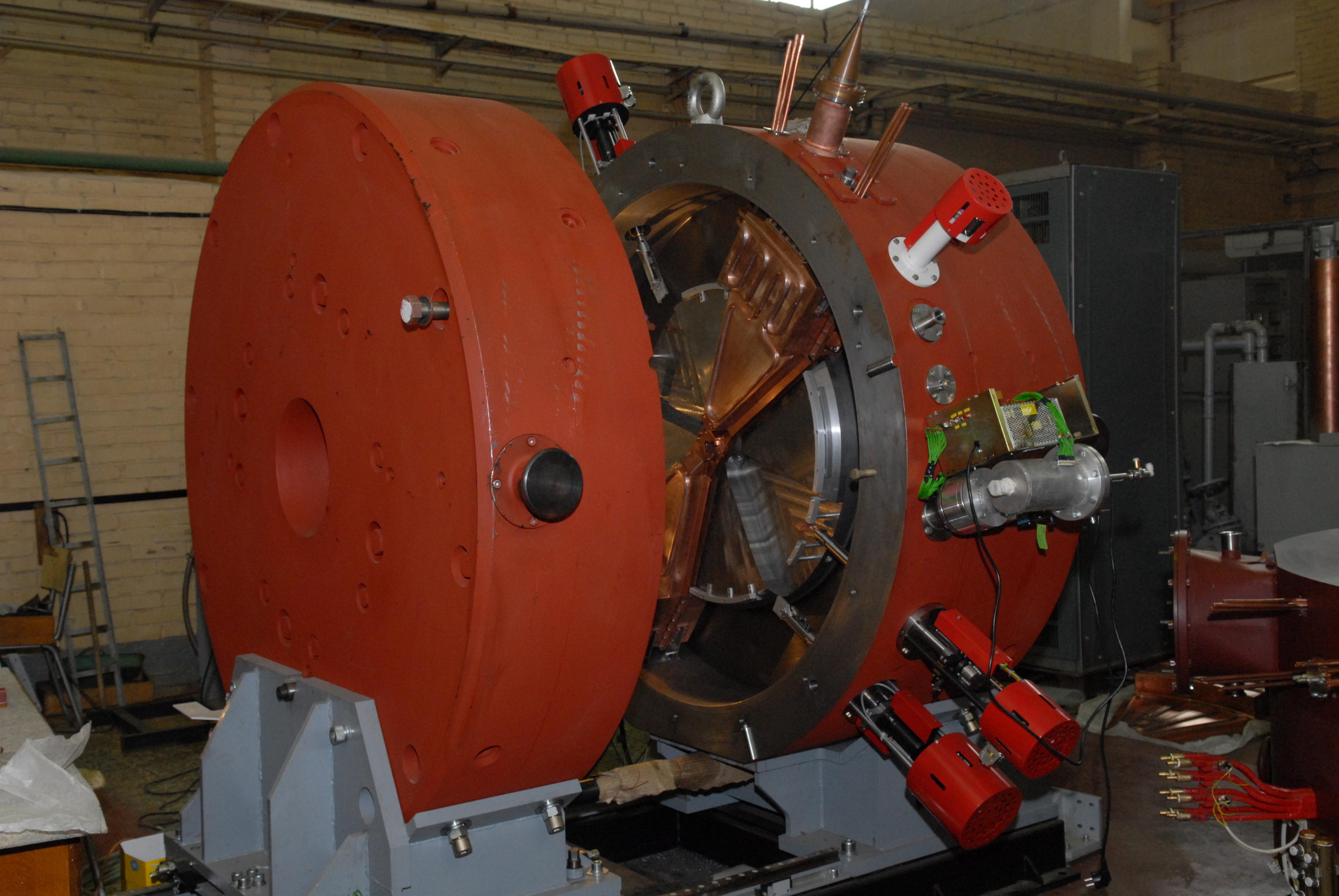 Cyclotron CC-12