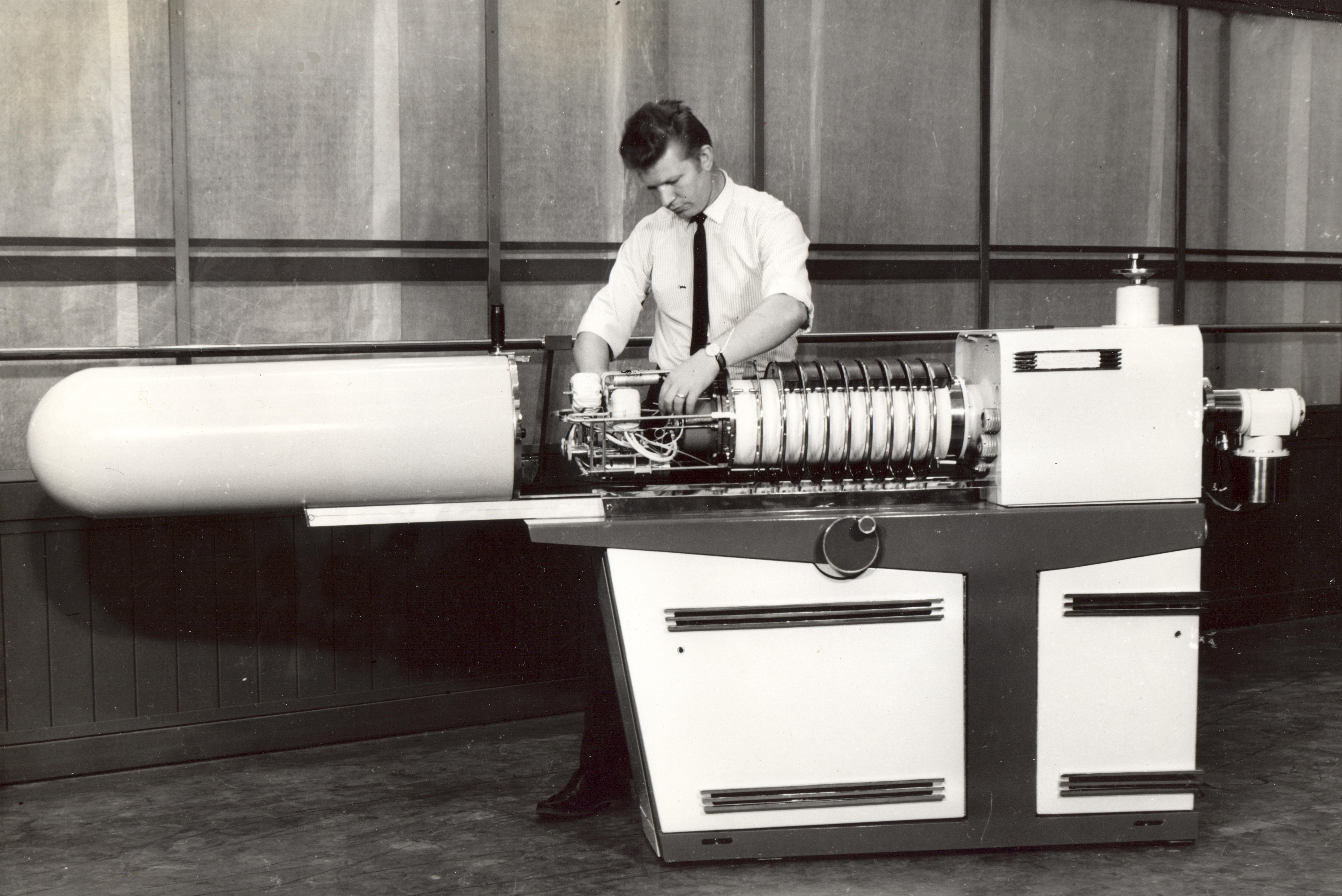 Neutron generator NG-150M