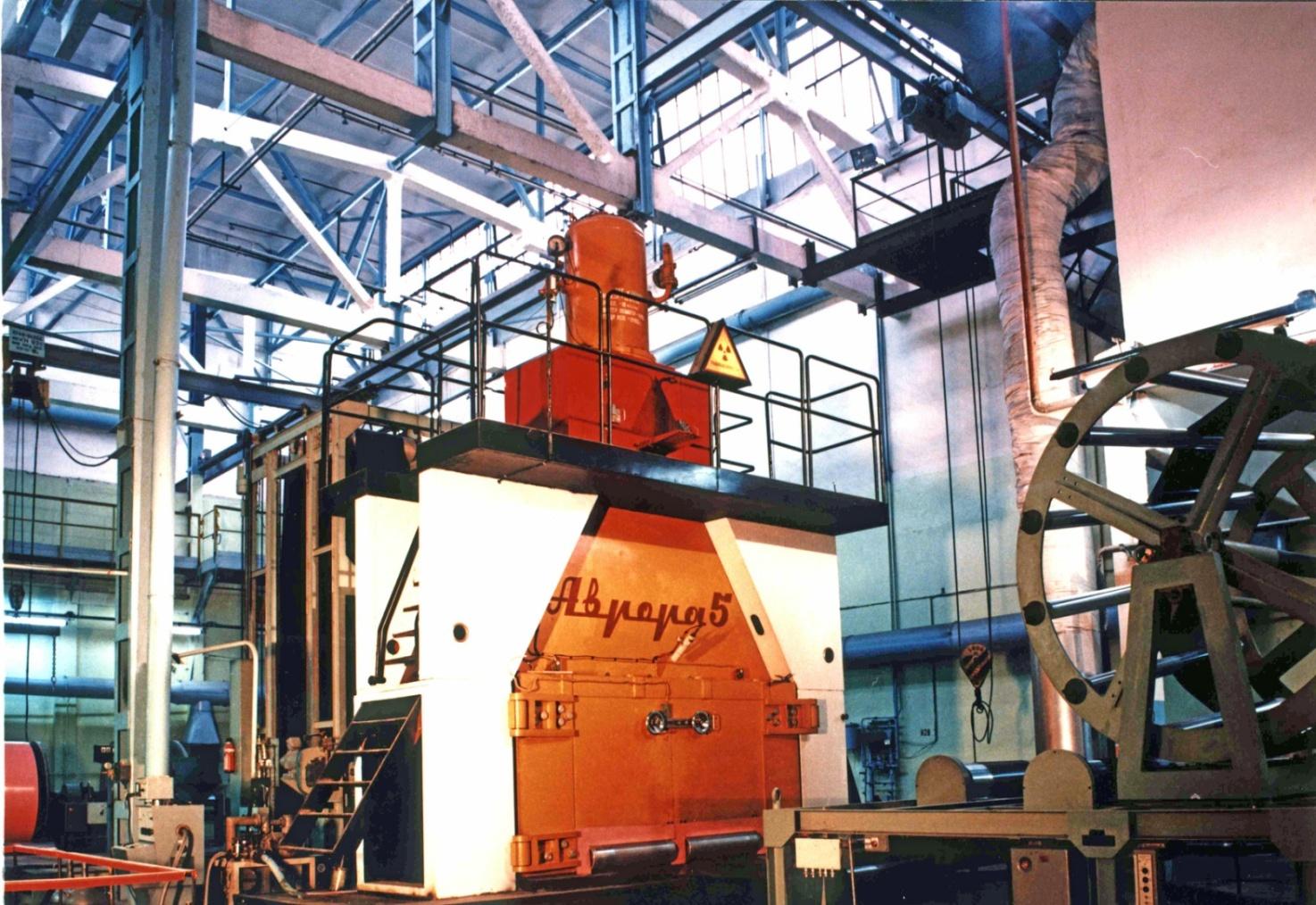 Установка для производства листового пенополиэтилена на Ижевском заводе пластмасс с ускорителем «Аврора-5»