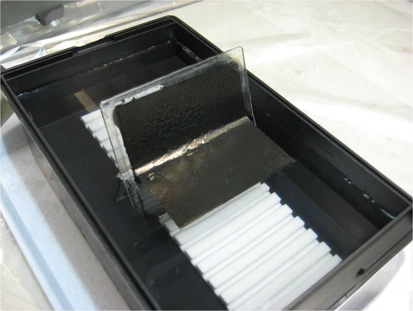 Процесс отделения углеродной фольги от подложки в дистиллированной воде