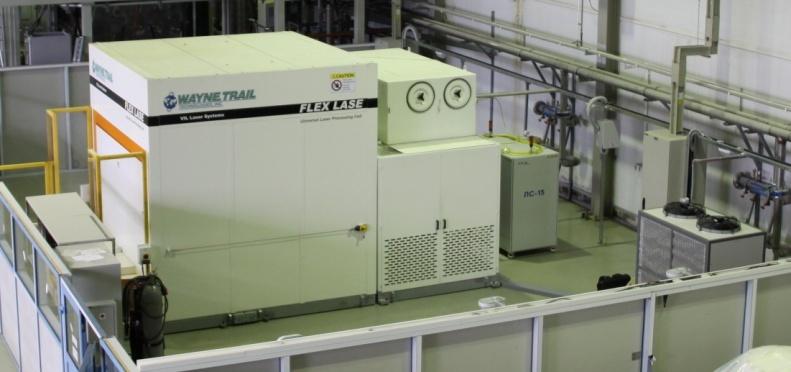 Рис. 1 Стенд лазерной сварки: лазерная ячейка Flex Lase с лазером ЛС-15 и роботом Motoman UP50N